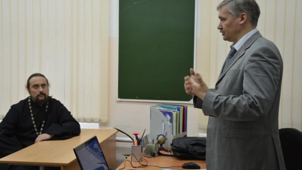 6, 7 и 9 ноября продолжается обучение учителей преподаванию по программе «Социокультурные истоки» — 69 человек и 25 человек по программе «Основы православной культуры».